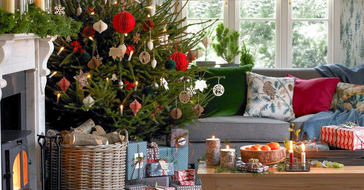 Новогоднее оформление частных домов и коттеджей, украшение гирляндами и другой иллюминацией на Новый год 2019 в Москве и области.