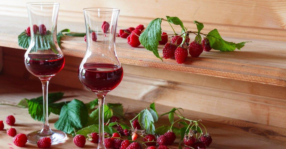 Сделать вино из забродившего варенья  это просто