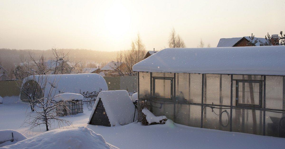 Как сделать отопление теплицы зимой