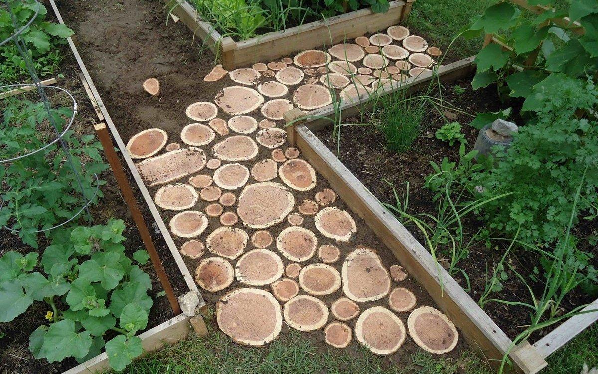 : Как сделать дорожку из спилов дерева