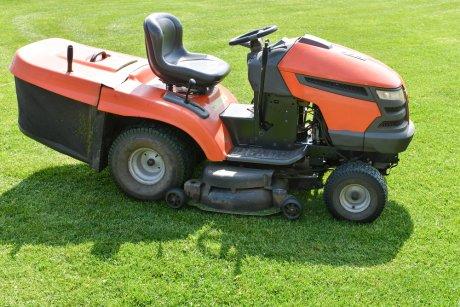 трактор для кошения травы