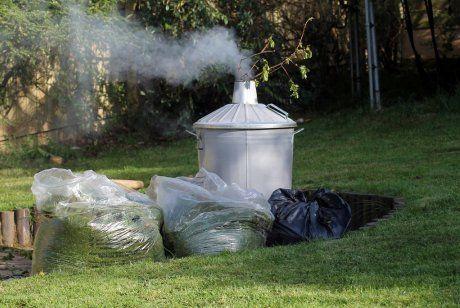 Печь для мусора с дымоходом