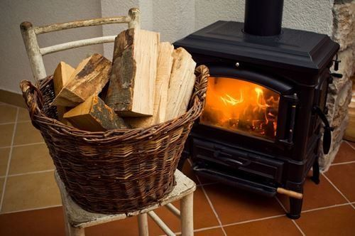 Плетеная корзинка для дров