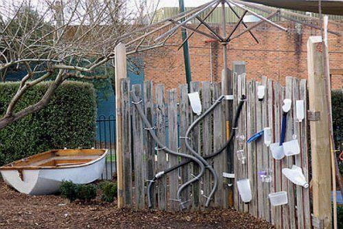 Забор пластиковые бутылки вода лабиринт фото