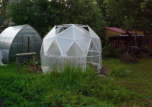 Небольшая теплица-купол