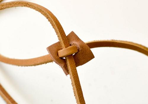 Горизонтальный и вертикальный шнурки в квадратике