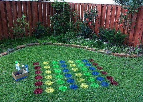 Твистер на траве газон краски игра фото