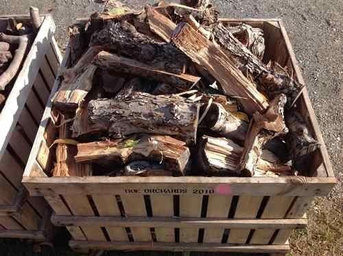Подставка для дров из деревянного ящика