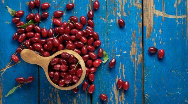 В 100 г плодов кизила содержится средняя суточная норма витамина С
