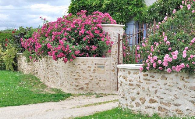 Подпорная каменная стенка