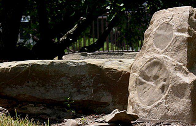 акустическая система ландшафта в виде камня фото