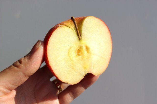 Перезревшее яблоко