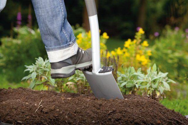 Заделывание компоста в почву