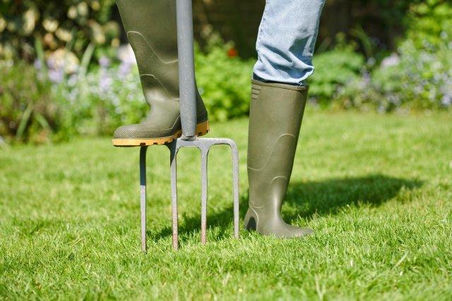 Садовые вилы для корневой подкормки