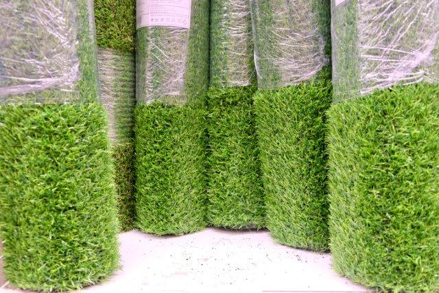 покупать искусственный газон