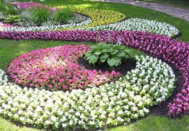Цветочный узор на газоне своими руками