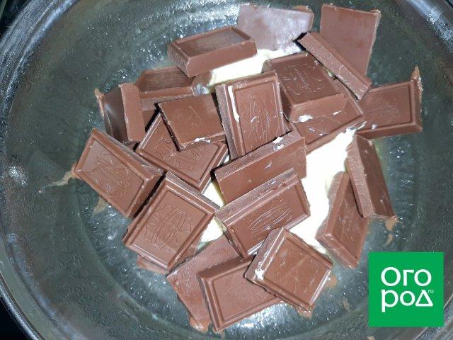Шоколад и сливочное масло на паровой бане