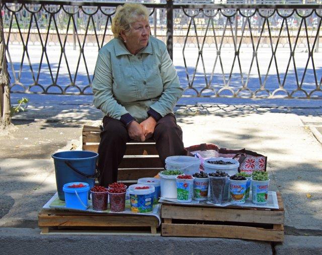 Продажа ягод на улице
