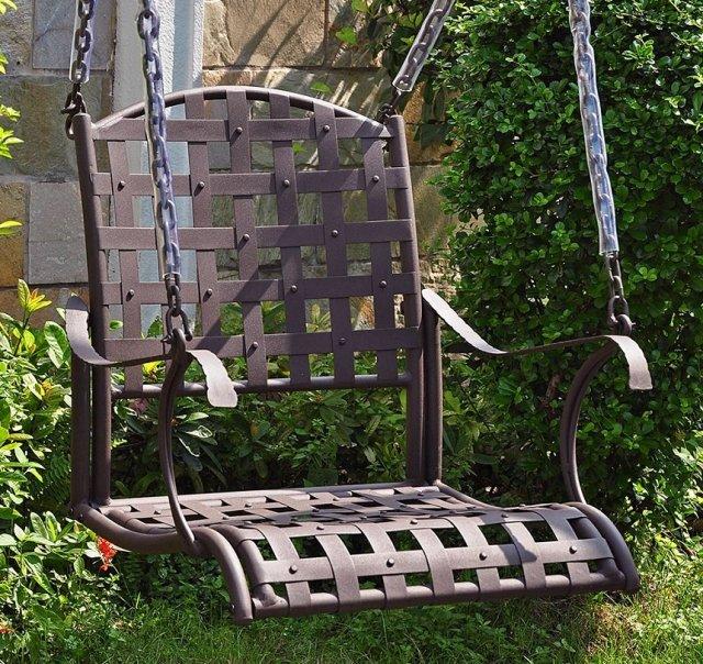 Качели из стульев
