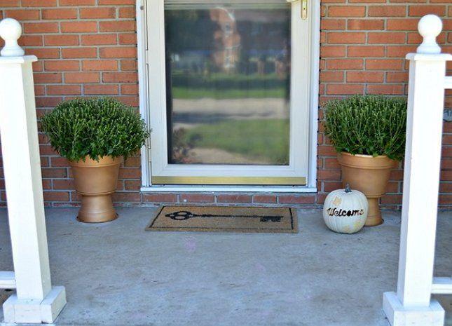 Уличные вазы всегда хорошо смотрятся в паре, поэтому делайте сразу 2 штуки