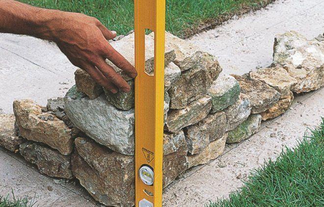 уровень на камне
