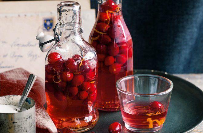 Настойка водка с ягодами