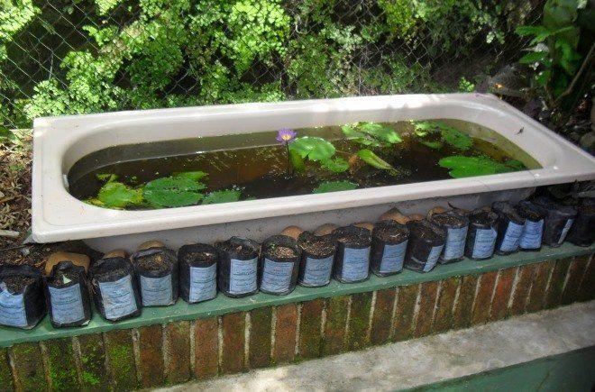 Старая ванна - готовая основа для пруда небольших размеров