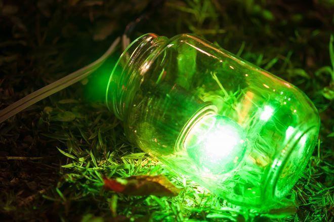 Лампы накаливания - не самый лучший вариант подсветки, зато один из самых простых