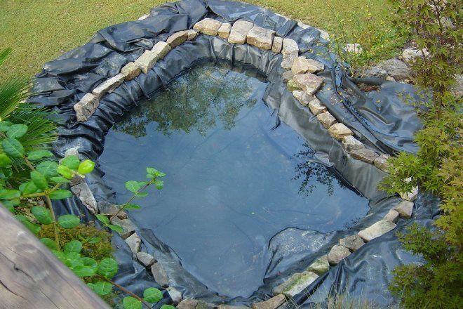 Пленочная основа не позволяет воде уходить в землю