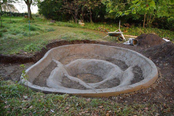 Пруд с бетонным основанием - самый прочный и долговечный