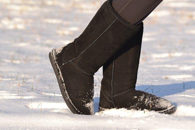 валенки на снегу