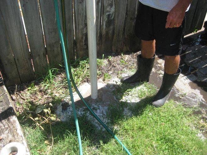 Простая скважина поможет определить насколько глубоко залегают грунтовые воды